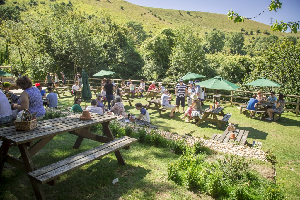 Sussex country pubs shepherd and dog garden for Summer garden and bar